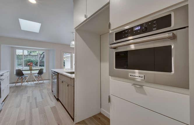 8822 Silverarrow Cir-small-020-3-Kitchen and Breakfast 004-666x429-72dpi
