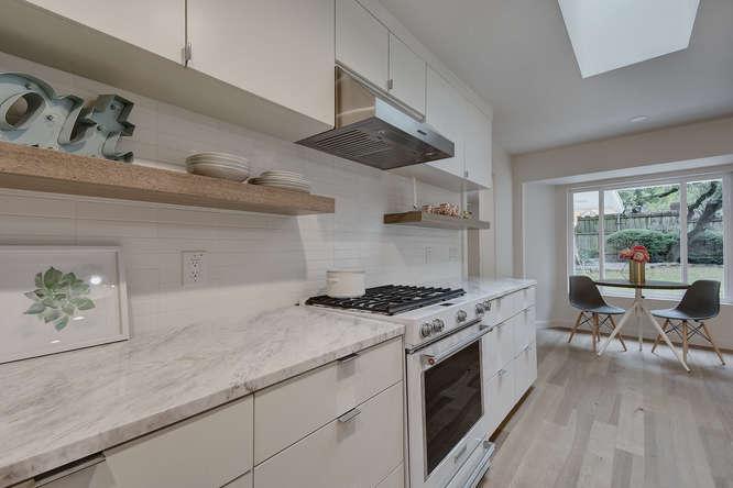 8822 Silverarrow Cir-small-022-29-Kitchen and Breakfast 006-666x445-72dpi