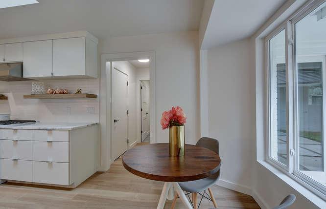 8822 Silverarrow Cir-small-024-9-Kitchen and Breakfast 008-666x429-72dpi