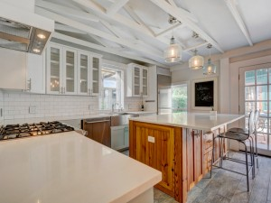 011-238932-Kitchen and Breakfast 889 5292750